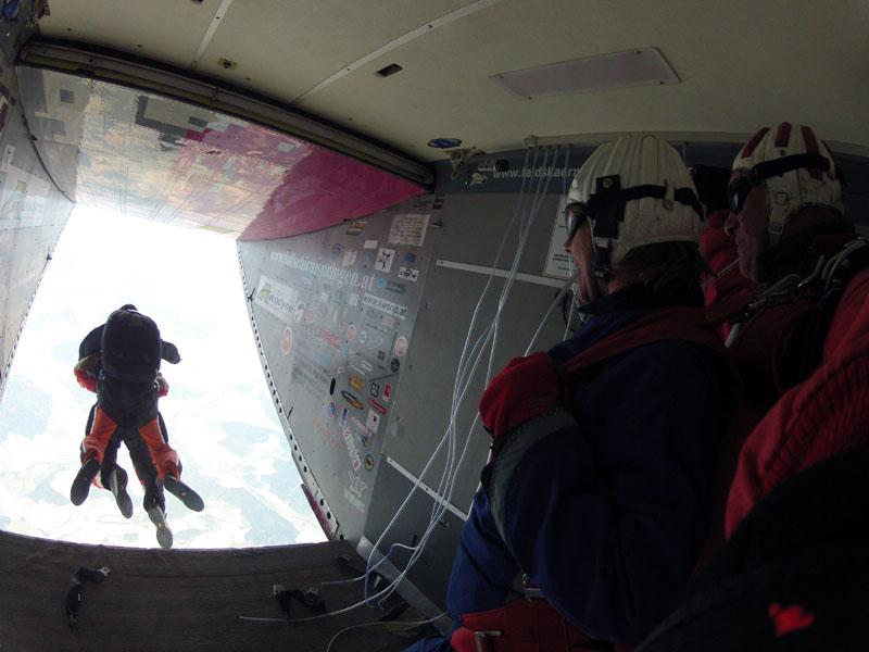 Fallschirmsprung Vorbereitung Absprung